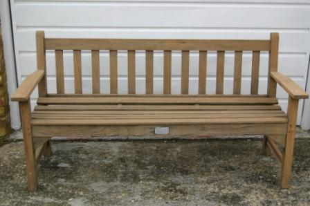 bench1ukw.JPG