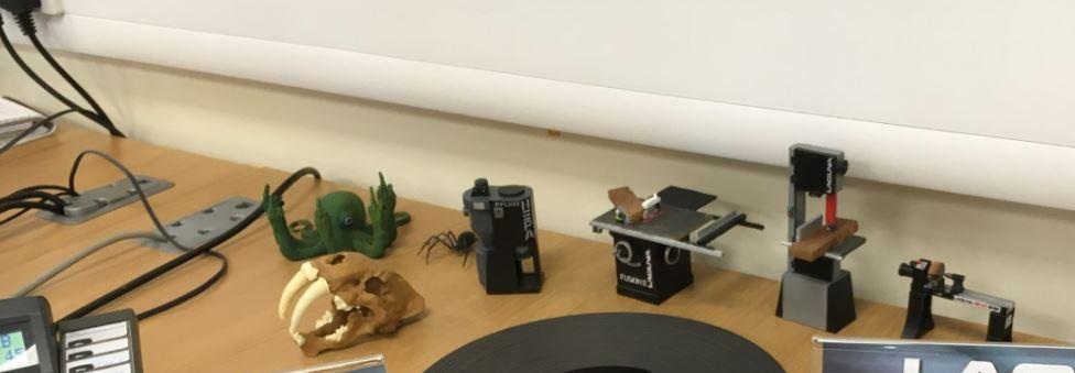 desktop clutter.JPG