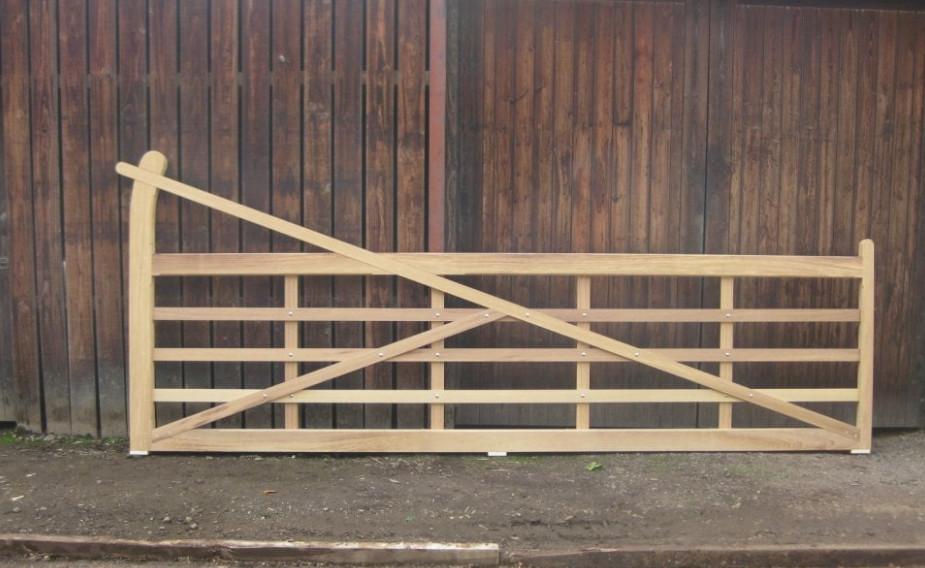 Field gate.jpg