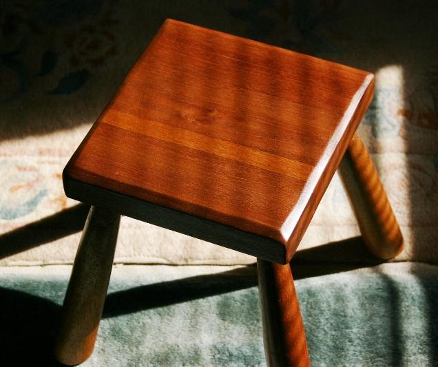 stool2stoolukw4.JPG
